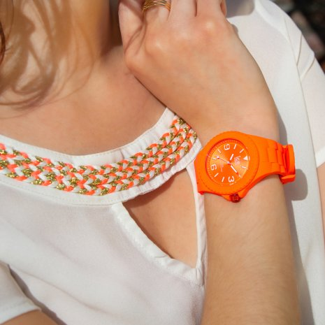 Orange silicone watch with sunray dial - Size Medium Kolekcja Wiosna/Lato Ice-Watch